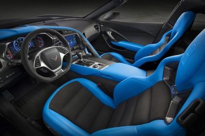 Chevrolet Corvette Grand Sport Coupé Innenansicht statisch Studio Vordersitze und Armaturenbrett fahrerseitig