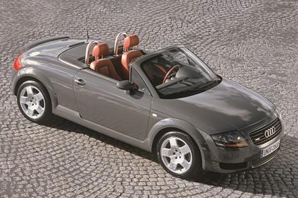 Audi TT 8N Roadster Aussenansicht Seite schräg erhöht statisch grau