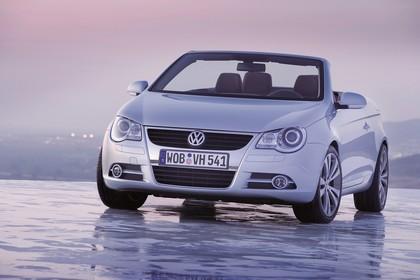 VW Eos Aussenansicht Front schräg statisch silber