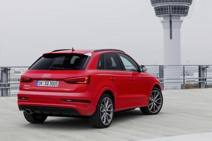 Audi RSQ3 8U Aussenansicht Heck schräg statisch rot