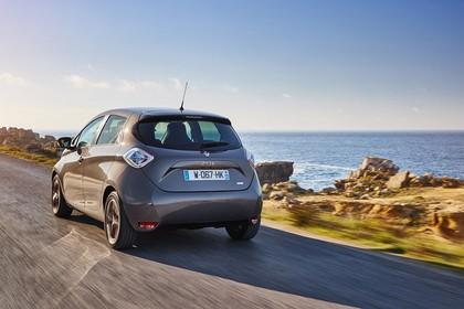 Renault ZOE Aussenansicht Heck schräg dynamisch beige