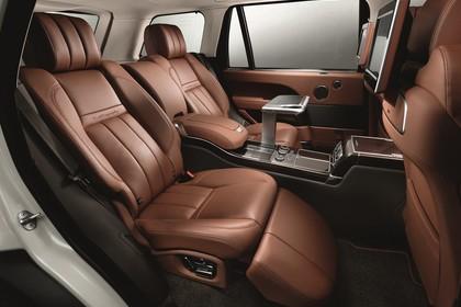 Land Rover Range Rover 4 Innenansicht Studio Detail statisch braun Rücksitze