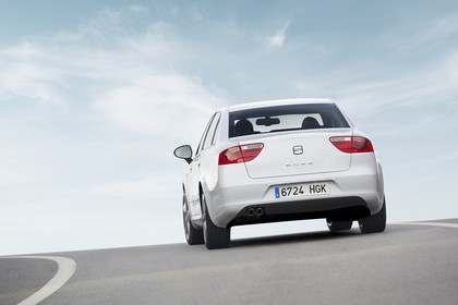 SEAT Exeo Limousine 3R Facelift Aussenansicht Heck schräg dynamisch weiss