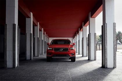 Volvo XC40 Aussenansicht Front statisch rot