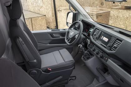 VW Crafter Innenansicht statisch Vordersitze und Armaturenbrett beifahrerseitig