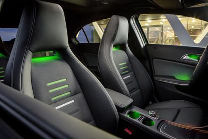 Mercedes A-Klasse W176 Innenansicht Vordersitze statisch grau grün