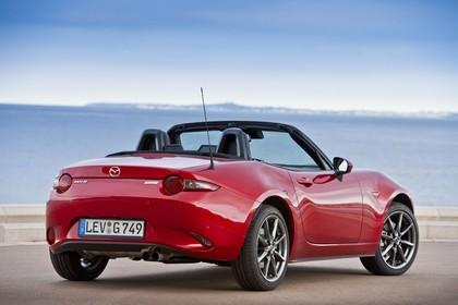 Mazda MX-5 ND Aussenansicht Heck schräg statisch rot