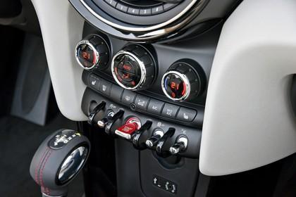 Mini Cabrio F57 Innenansicht Detail statisch weiß schwarz Armaturenbrett