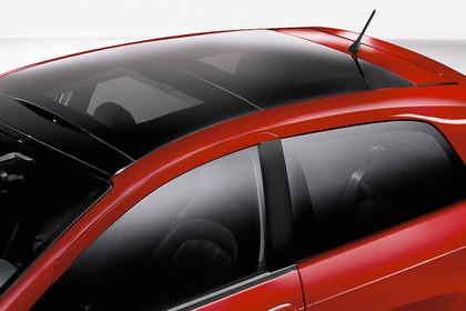 Fiat Punto Evo 199 Aussenansicht Seite schräg erhöht statisch Studio Detail Glaspanoramadach