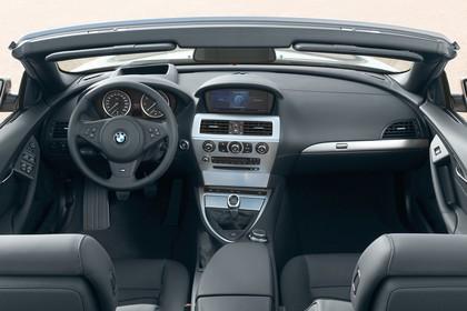 BMW 6er Cabriolet E64 Innenansicht statisch Vordersitze und Armaturenbrett