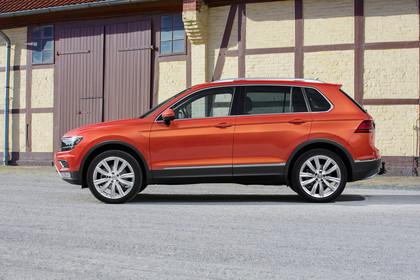 VW Tiguan 2 Aussenansicht Seite statisch rot