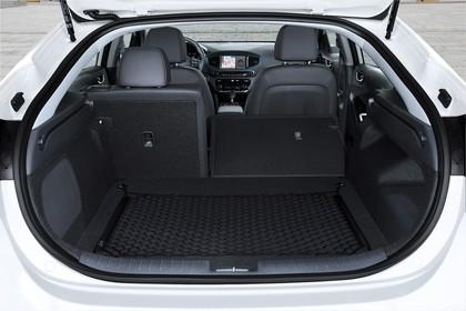 Hyundai IONIQ Hybrid Innenansicht Kofferraum Rücksitze 2/3 umgeklappt