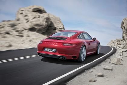 Porsche 911 Carrera S 991.2 Aussenansicht Heck schräg dynamisch rot