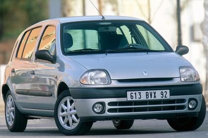 Renault Clio B Fünftürer Aussenansicht Front schräg statisch silber