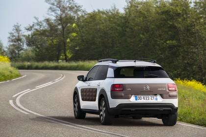 Citroën C4 Cactus Aussenansicht Heck schräg dynamisch weiss