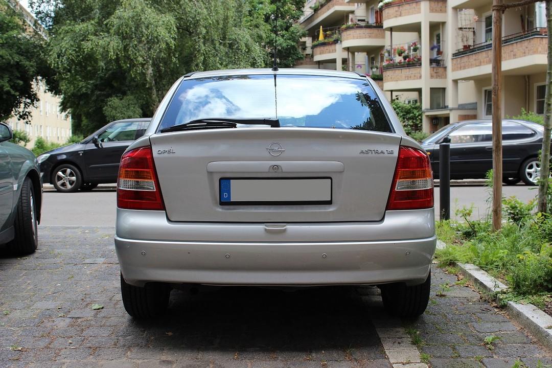Opel Astra G Stufenheck Aussenansicht Heck Statisch Silber