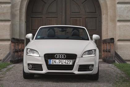 Audi TT 8J Aussenansicht Front statisch weiss