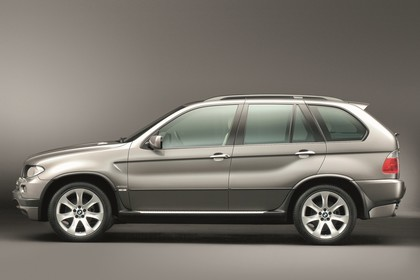 BMW X5 E53 LCI Aussenansicht Seite statisch Studio braun