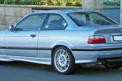 BMW M3 E36 Aussenansicht Heck schräg statisch silber