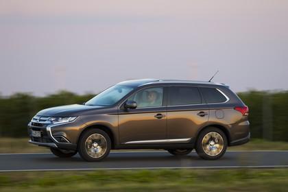Mitsubishi Outlander CWO Aussenansicht Seite dynamisch silber