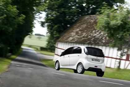 Citroën C-Zero Aussenansicht Heck schräg dynamisch weiss