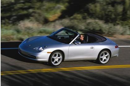 Porsche 911 (996) Cabrio Aussenansicht Seite schräg dynamisch silber