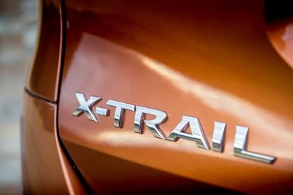 Nissan X-Trail T32 Aussenansicht Heck schräg Detail X-Trail Abzeichen
