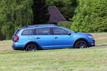 Dacia Logan MCV Stepway K8 Aussenansicht Seite dynamisch blau