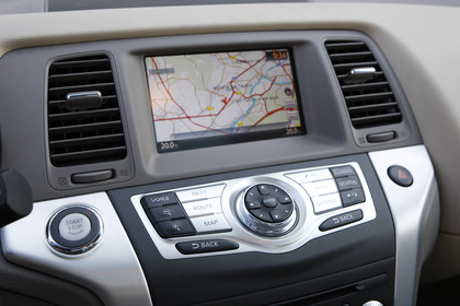 Nissan Murano Z51 Innenansicht Detail Multimedia statisch schwarz grau