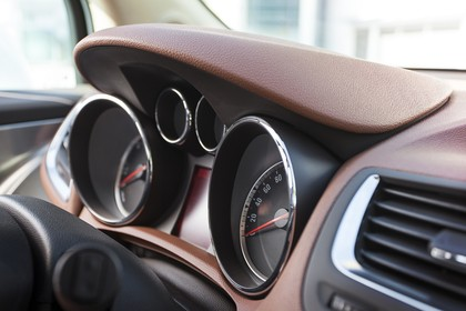 Opel Mokka J-A Innenansicht statisch Detail Tacho