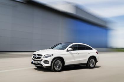 Mercedes-Benz GLE Coupe C292 Aussenansicht Front schräg dynamisch weiss