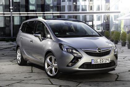 Opel Zafira C Tourer Aussenposition Front schräg statisch silber