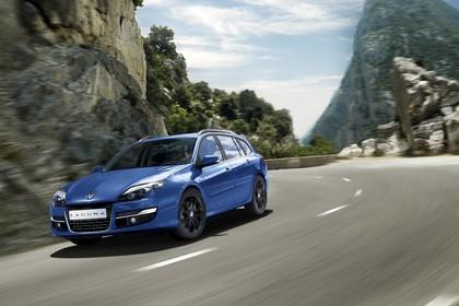 Renault Laguna Grandtour T Facelift Aussenansicht Front schräg dynamisch blau