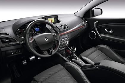 Renault Mégane Grandtourer Z Innenansicht statisch Studio Vordersitze und Armaturenbrett fahrerseitig