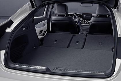 Mercedes GLC Coupe C253 Innenansicht Kofferraum Rücksitzbank umgeklappt Studio statisch schwarz