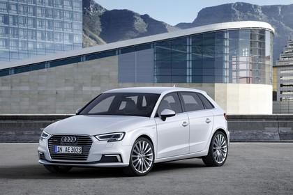 Audi A3 8V Sportback e-tron Aussenansicht Front schräg statisch weiss