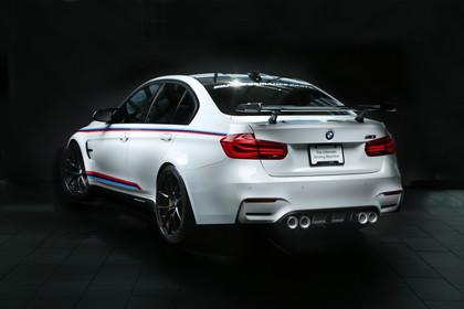 BMW M3 F80 Aussenansicht Heck schräg statisch weiss