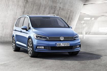 VW Touran 2 Aussenansicht Front schräg statisch blau