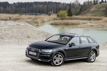 Audi A4 allroad quattro Aussenansicht Front schräg statisch dunkelgrün