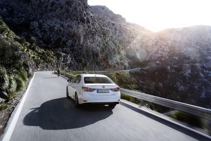 Lexus GS 450h L10 Aussenansicht Heck schräg dynamisch weiss
