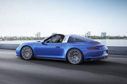Porsche 911 Targa 4S 991.2 Aussenansicht Seite schräg dynamisch blau