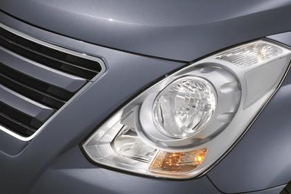 Hyundai H-1 Travel TQ Aussenansicht Detail statisch grau Scheinwerfer