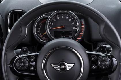 Mini Countryman F60 Innenansicht Detail statisch schwarz Tacho