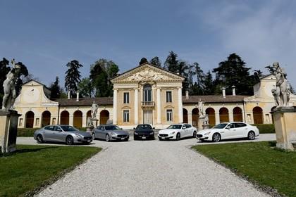 Maserati Quattroporte Aussenansicht Seite Front schräg statisch grau schwarz weiss