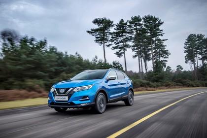 Nissan Qashqai J11 FL Aussenansicht Front schräg dynamisch blau