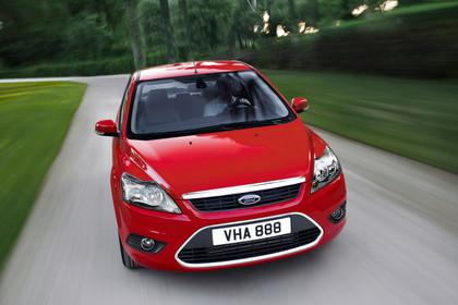 Ford Focus MK2 Aussenansicht Front schräg dynamisch rot