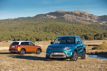 Suzuki Vitara 2 LY Aussenansicht Heck Front schräg statisch orange blau