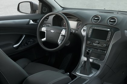 Ford Mondeo Turnier Mk4 Facelift Innenansicht statisch Vordersitze und Armaturenbrett beifahrerseitig