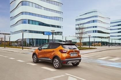 Renault Captur R Aussenansicht Heck schräg dynamisch orange