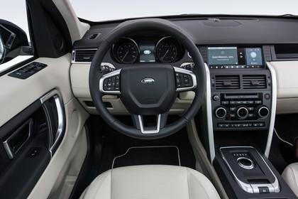 Land Rover Discovery Sport L550 Innenansicht Detail statisch beige Fahrerposition